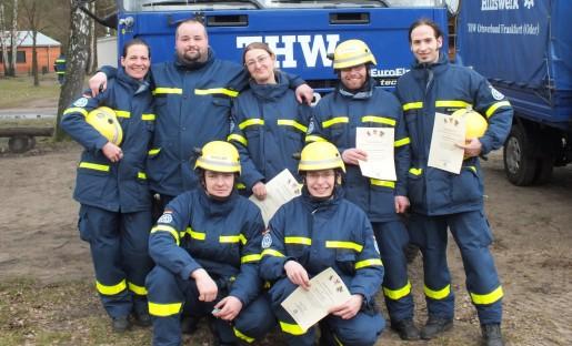 Unsere frisch gebackenden Helfer zusammen mit Lagerleiter Andreas Rösner (2. von links oben)
