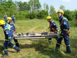 Abtransport zur Verletztensammelstelle